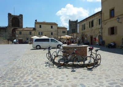 Biking Tuscany wine & sport