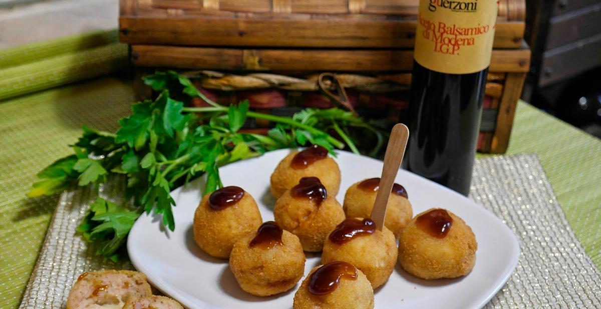 Supplì di gamberetti con salsa di aceto balsamico di Modena IGP rosso